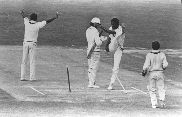 पांच ऐसे मौके जब अंपायर के फैसले के खिलाफ खिलाड़ियों ने खेलना से किया इनकार 4