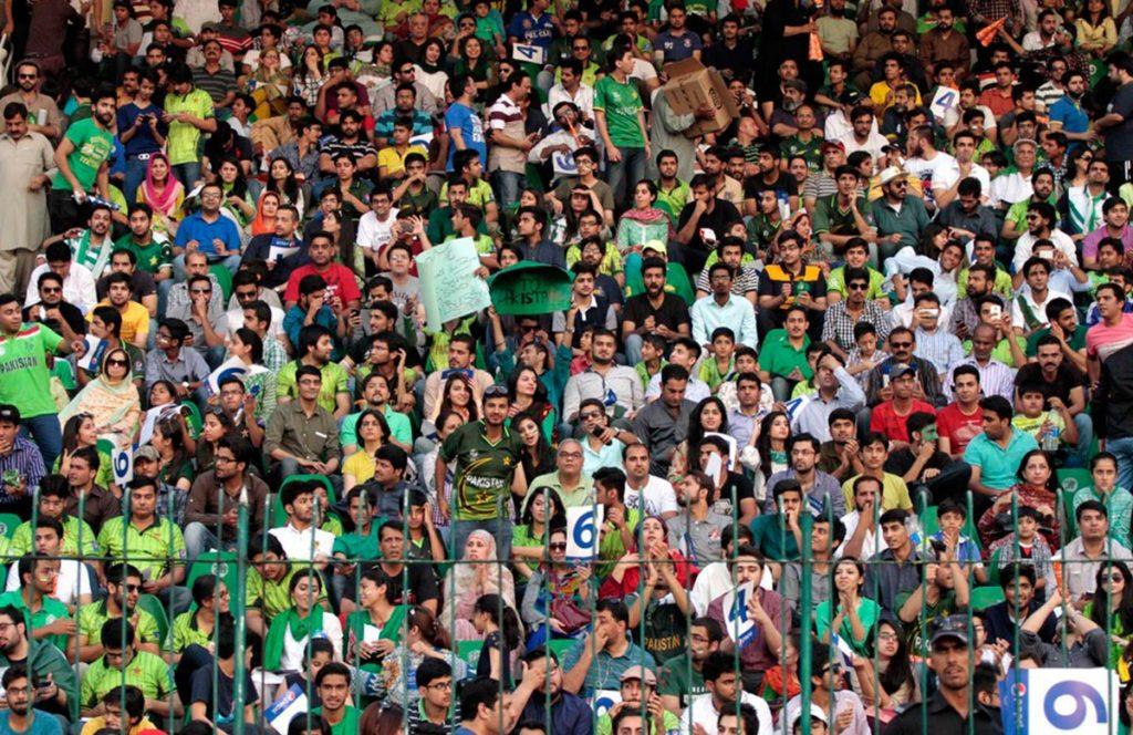 ऑस्ट्रेलियाई दर्शको के तुलना में भारतीय दर्शको को मैच टिकट के लिए चुकाना पड़ता है 11 गुना ज्यादा कीमत 6