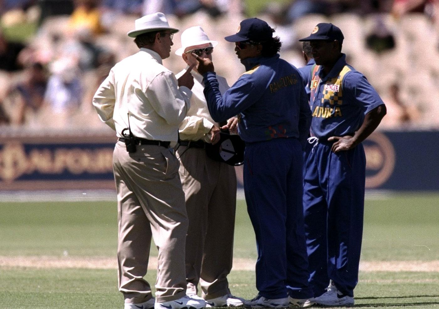 पांच ऐसे मौके जब अंपायर के फैसले के खिलाफ खिलाड़ियों ने खेलना से किया इनकार 32