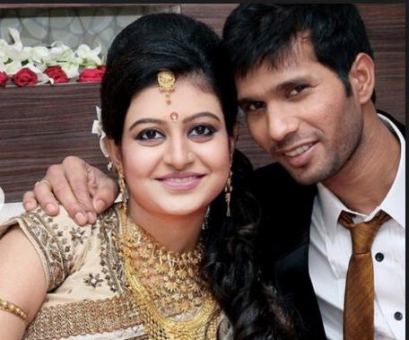 इस फ्लॉप क्रिकेटर की पत्नी खूबसूरती के मामले में अनुष्का व रितिका को भी देती है मात 3