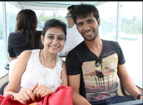 इस फ्लॉप क्रिकेटर की पत्नी खूबसूरती के मामले में अनुष्का व रितिका को भी देती है मात 5