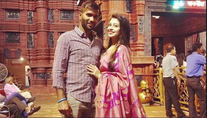 इस फ्लॉप क्रिकेटर की पत्नी खूबसूरती के मामले में अनुष्का व रितिका को भी देती है मात 7