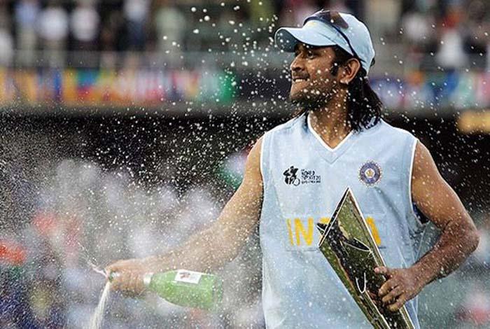 महेंद्र सिंह धोनी के अचानक से लिए गये इन 5 फैसलों से पूरा क्रिकेट जगत रह गया सुन्न 5
