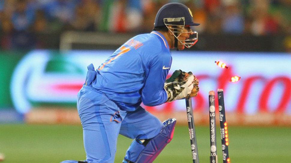 IND vs ENG: बटलर का कैच लपकने के साथ ही धोनी के नाम जुड़ा एक और विश्व रिकॉर्ड 14
