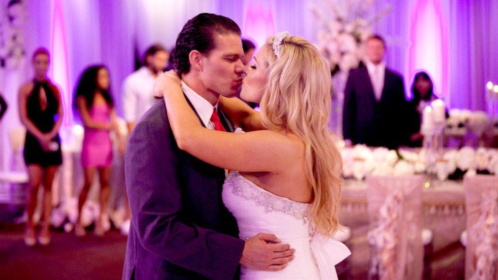 WWE के ऐसे सुपर-स्टार्स कपल जो असल ज़िन्दगी में है शादीशुदा 1