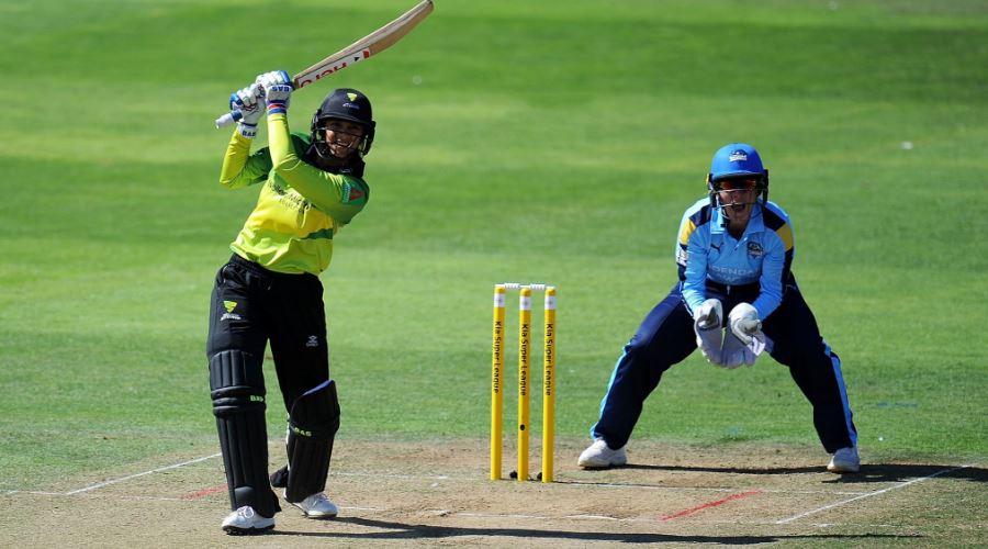 इंग्लैंड में स्मृति मन्धाना की विस्फोटक बल्लेबाजी देख कप्तान हीथ नाइट हुई फैन 1