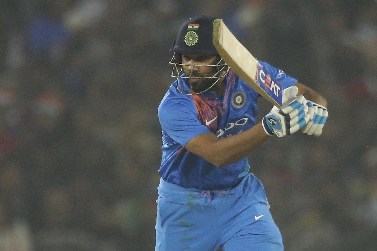 मैन ऑफ़ द मैच और सीरीज लेते हुए रोहित शर्मा ने खुद को नहीं बल्कि इस खिलाड़ी को बताया जीत का हीरो