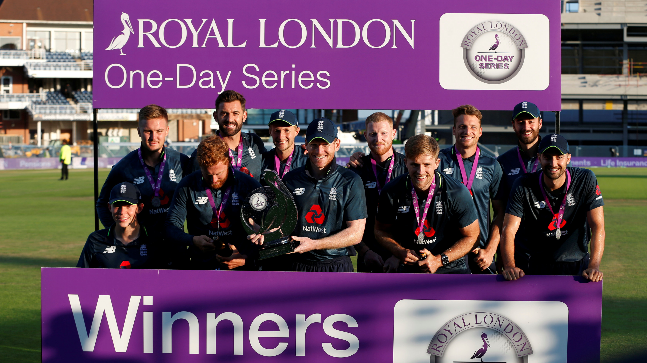 इंग्लैड ने भारत को आठ विकेट से हराकर वनडे श्रृंखला जीती