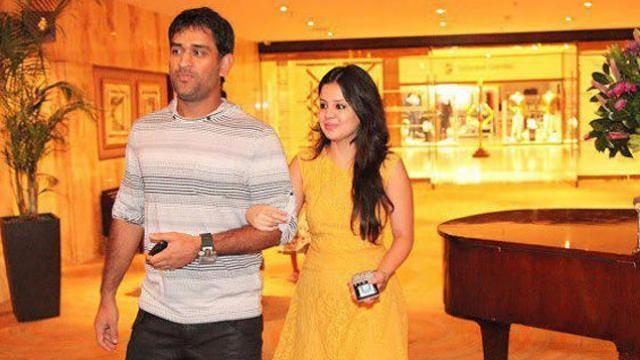 धोनी के माता पिता के अनुसार ले लेना चाहिए अब महेंद्र सिंह धोनी को संन्यास
