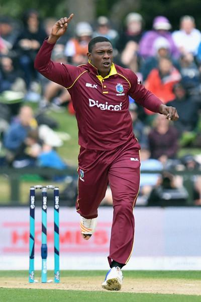 वेस्टइंडीज के तेज गेंदबाज शेल्डन कॉटरेल ने भारतीयों को हिंदी में ऐसे दी दिवाली की शुभकामनाएं 1