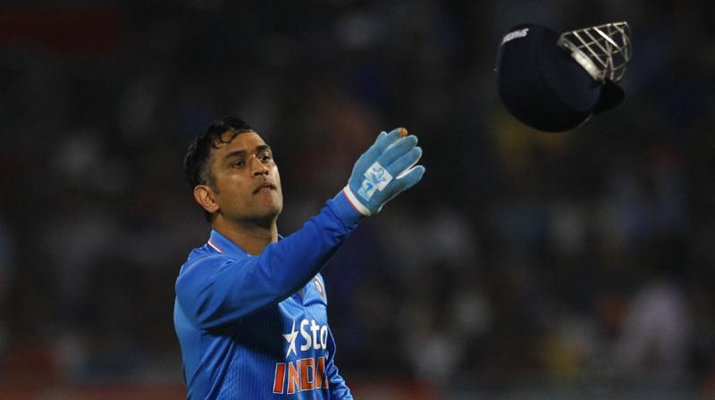 महेंद्र सिंह धोनी की आलोचना पर भड़का दिग्गज ऑस्ट्रेलियाई खिलाड़ी, कहा की जा रही नाइंसाफी