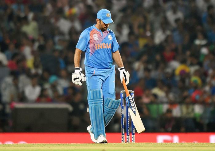 महेंद्र सिंह धोनी के नाम दर्ज है क्रिकेट के ये 3 शर्मनाक रिकॉर्ड 7