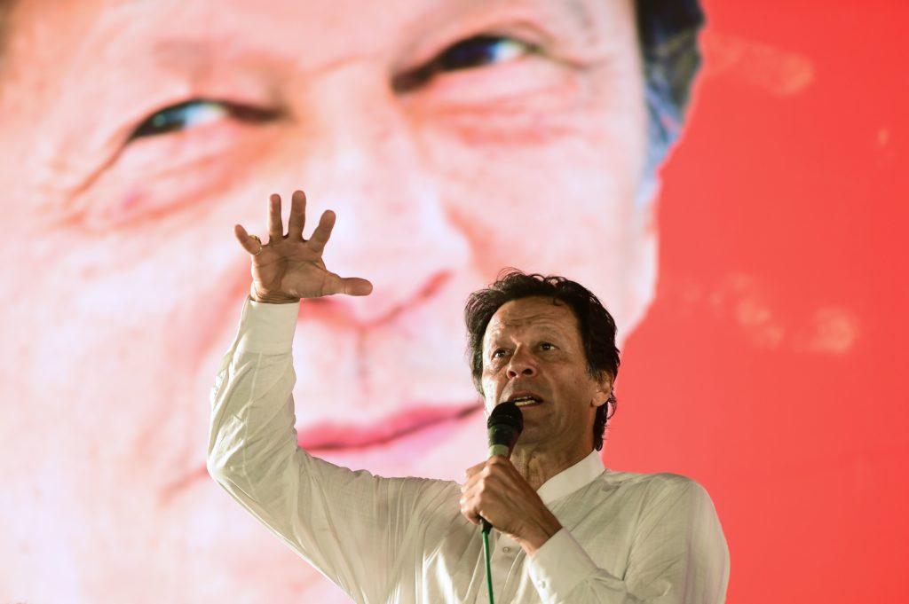 पाकिस्तान के प्रधानमंत्री के रूप में इमरान खान की ताजपोशी में इन भारतीय सेलिब्रिटीज को मिला न्योता 1