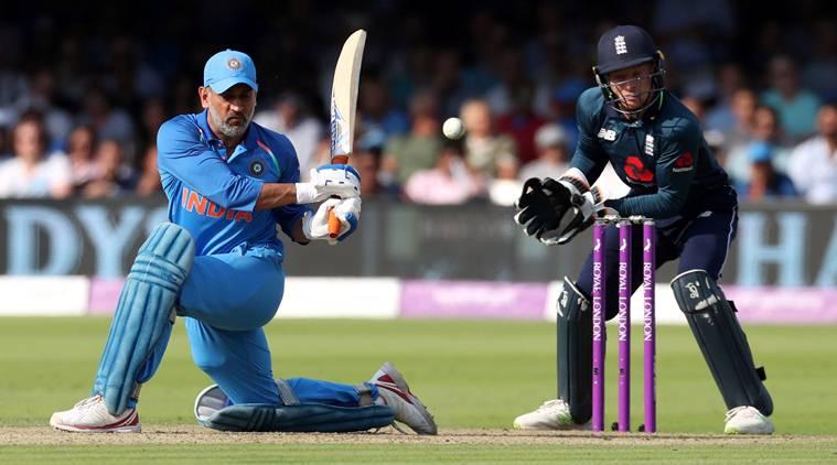 धोनी बने वनडे क्रिकेट में 10 हजार रन बनाने वाले 12वें बल्लेबाज, सबसे ज्यादा रन बनाने वालों टॉप-5 में भारत नहीं बल्कि इस देश के हैं 3 बल्लेबाज 1