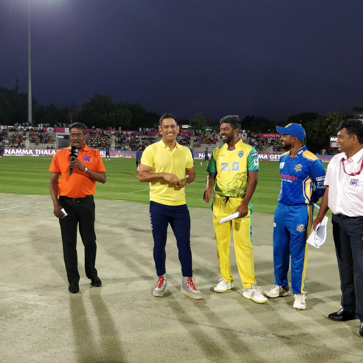 TNPL में नजर आये पूर्व भारतीय कप्तान महेंद्र सिंह धोनी, प्रसंशको ने ख़ास अंदाज में किया स्वागत 21