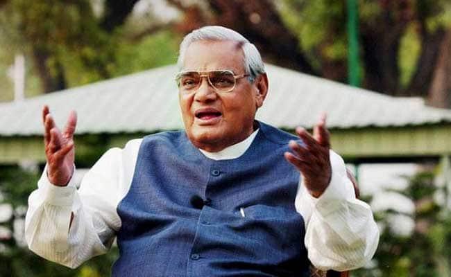 पूर्व प्रधनमंत्री अटल बिहारी वाजपेयी के निधन पर सचिन, लक्ष्मण और धवन समेत दिग्गज खिलाड़ियों ने दी भावभीनी श्रद्धांजलि 24