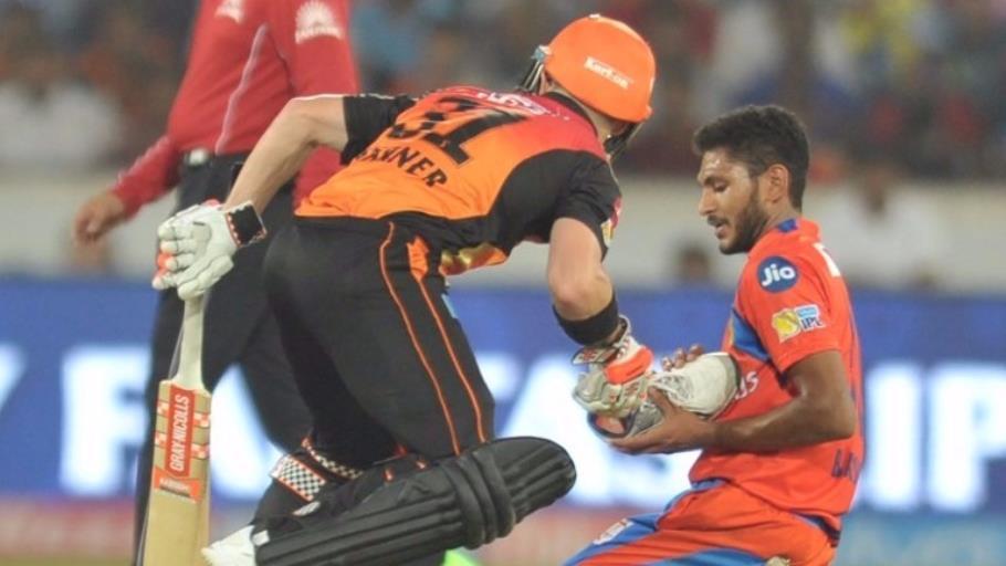 केरल में आई बाढ़ कारण टीम से जुड़ नहीं पा रहा हैं भारत का दूसरा जहीर खान कहा जाने वाला ये गेंदबाज 33