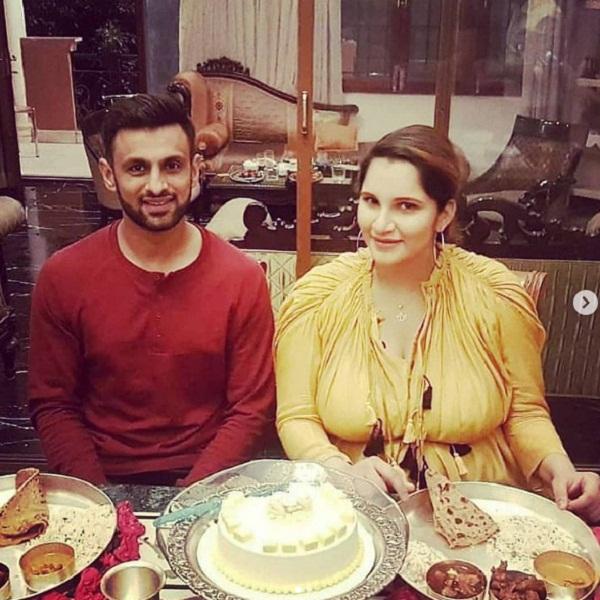 पति संग सानिया मिर्जा ने उठाया राजस्थानी थाली का लुफ्त