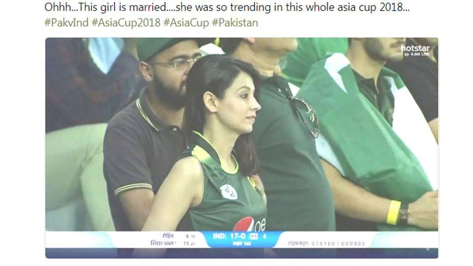 एशिया कप में नजर आयी पाकिस्तानी मिस्ट्री गर्ल निकली शादी-शुदा, जानकर टूटे लाखों दिल 8