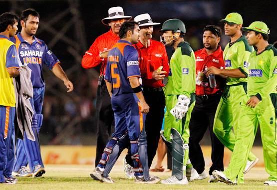 5 ऐसे मौके जब विरोधी टीम के खिलाड़ियों से मैदान पर ही भीड़ गये गौतम गंभीर 3