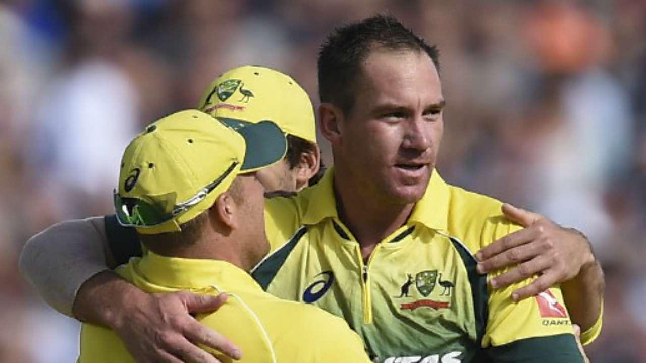सभी को हैरान करते हुए ऑस्ट्रेलिया के इस दिग्गज तेज गेंदबाज ने तीनों फॉर्मेट से लिया संन्यास 2