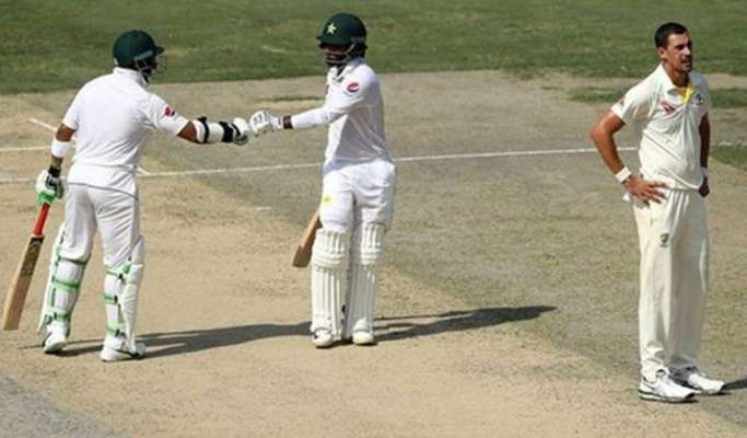 Pakistan scored 329 runs in four wickets for lunch