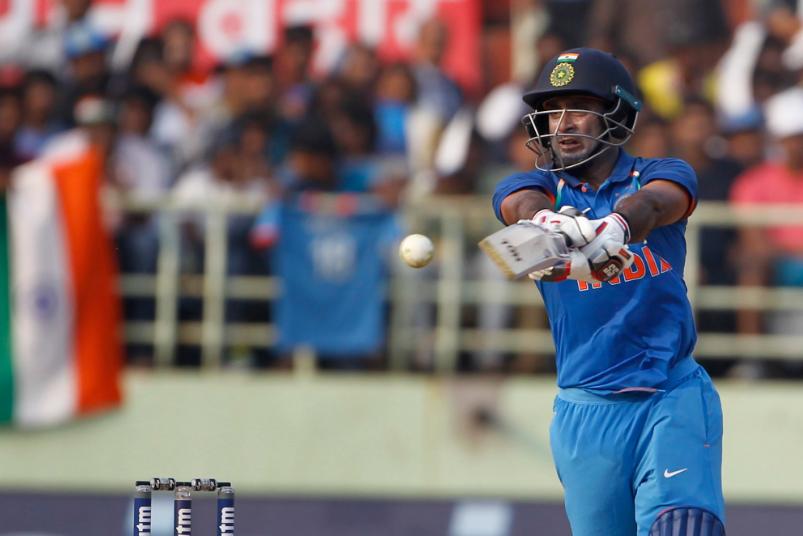 INDvsWI, दूसरा वनडे: विराट कोहली ने टाई मैच के बाद किया कुछ ऐसा जीता विंडीज फैंस का दिल 3