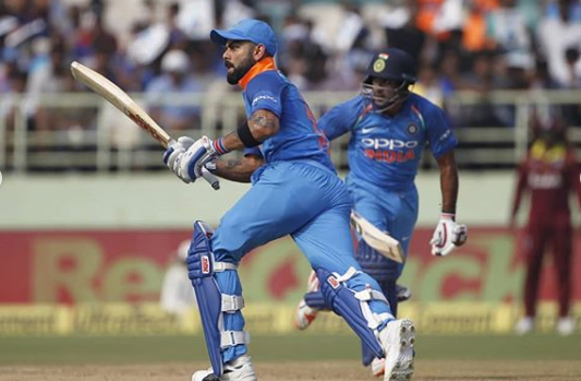 INDvsWI, दूसरा वनडे: मैन ऑफ द मैच लेते हुए विराट कोहली ने बताया वो गलती जिसकी वजह से टाई हुआ मैच 1