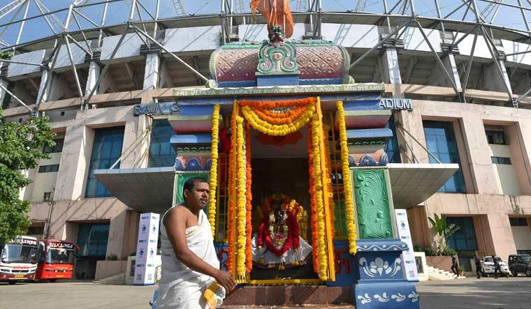 हैदराबाद क्रिकेट स्टेडियम में बने इस मंदिर ने भारतीय टीम की बदल दी किस्मत, तब से नहीं हारी एक भी मैच 2