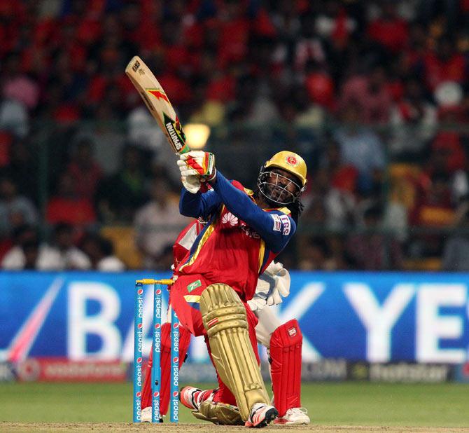 रोहित शर्मा, एमएस धोनी और सुरेश रैना में छिड़ी आईपीएल से पहले 200 छक्के लगाने की जंग, देखें कौन है सबसे नजदीक 3