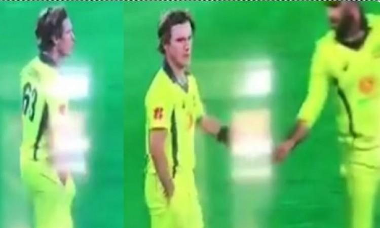 VIDEO: स्मिथ और वार्नर के बाद अब इस दिग्गज ऑस्ट्रेलियाई खिलाड़ी ने सरेआम की गेंद के साथ यह हरकत, 'बॉल टेम्परिंग' का हुआ शक 23