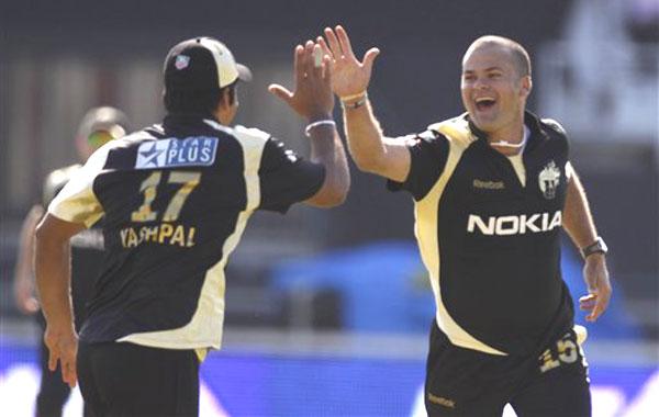 इंडियन प्रीमियर लीग 2009: सबसे बेहतरीन गेंदबाजी औसत 11
