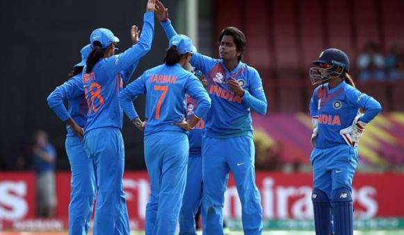 महिला विश्व टी20- पाकिस्तान के खिलाफ मैच से पहले हरमनप्रीत कौर ने नेशनल एंथम के दौरान किया ऐसा काम, जिसे देख हर कोई करेगा उनकी तारीफ 1