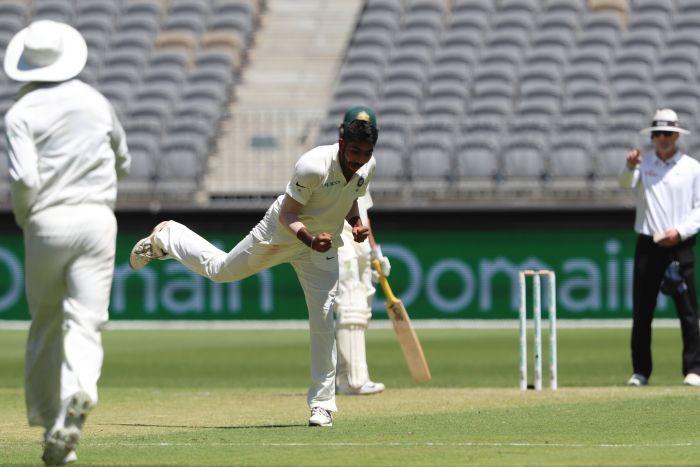 वीडियो: ऐसे ही दुनिया के सर्वश्रेष्ठ गेंदबाज नहीं हैं जसप्रीत बुमराह, हैरिस का विकेट लेने के लिए डाली ऐसी गेंद जिसकी स्विंग देख भौचक्का रह गया ऑस्ट्रेलिया 53