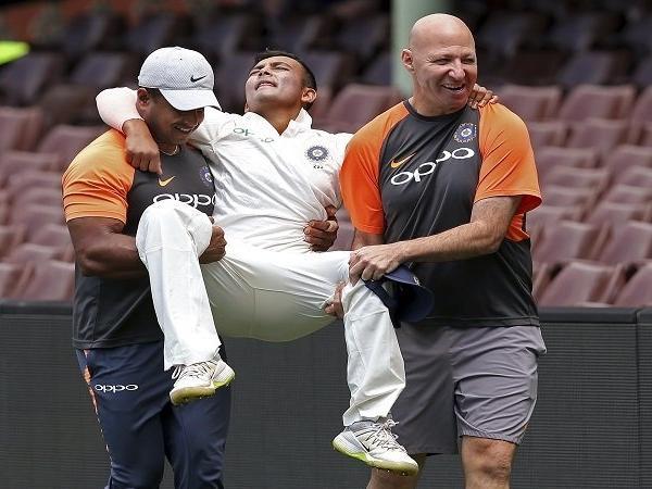 चोट से उबर रहे भातीय टीम के युवा बल्लेबाज पृथ्वी शॉ ने भरी हुंकार, कहा 'अपना टाइम आएगा, चोट से फिट होकर मैं रन बनायेगा..' 1