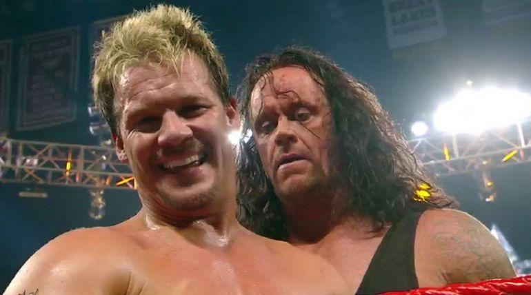 इस पूर्व WWE चैंपियन ने बूढी औरत से चुराया केक, सोशल मीडिया पर आ रहे ऐसे कमेन्ट