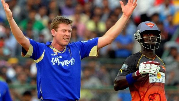 इंडियन प्रीमियर लीग 2013: पारी में सबसे ज्यादा 4 विकेट 2