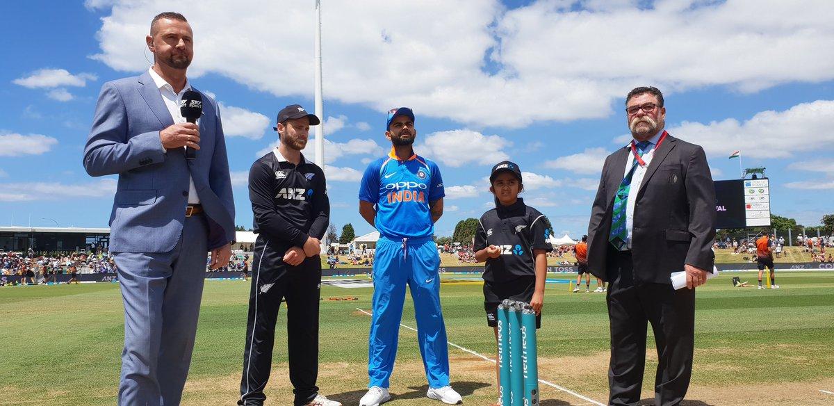 NZvsIND-  दूसरे वनडे मैच में धोनी की इस 9 साल की फैन को मिला टॉस करवाने का मौका, जानिए आखिर क्या हैं पूरा माजरा