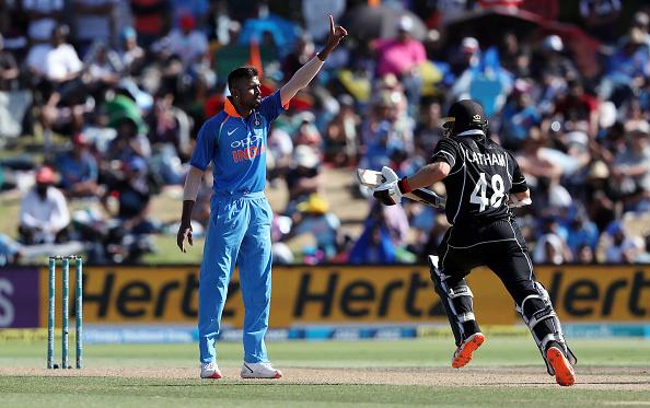 """तीसरे वनडे में शानदार प्रदर्शन के बाद हार्दिक पांड्या ने कहा """"थैंक यू"""" लोगों ने सोशल मीडिया पर बनाया मजाक"""