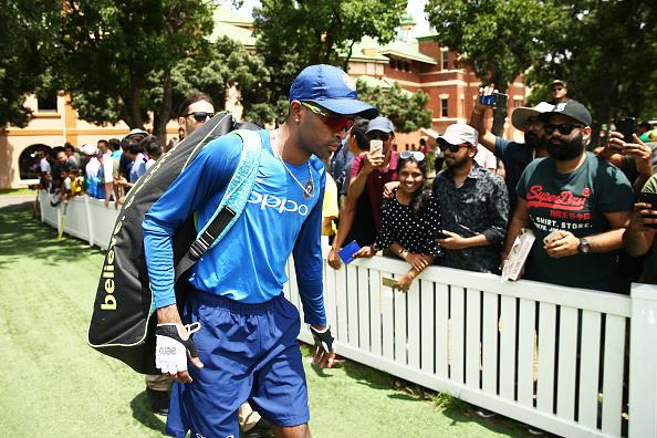 """तीसरे वनडे में शानदार प्रदर्शन के बाद हार्दिक पांड्या ने कहा """"थैंक यू"""" लोगों ने सोशल मीडिया पर बनाया मजाक 4"""