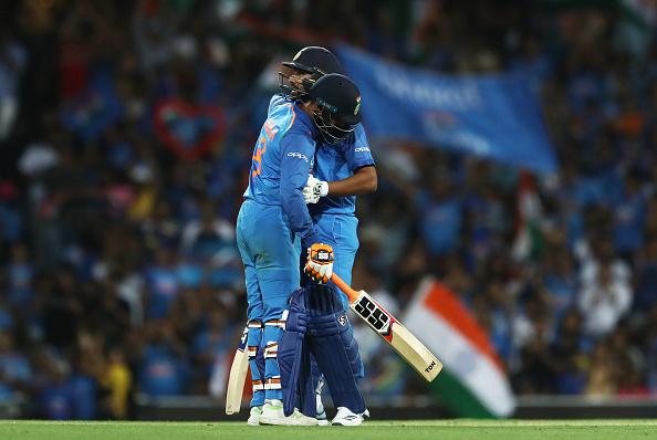 AUSvsIND-सिडनी में भारतीय टीम हारी पहला वनडे मैच, फिर भी ऐसा करने वाले दुनिया के एकलौते बल्लेबाज बने रोहित शर्मा 3