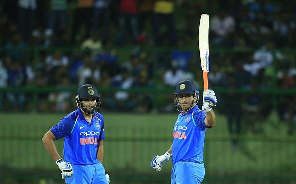 किसने क्या कहा: भारत के लिए खेलते हुए महेंद्र सिंह धोनी ने पूरे किए 10 हजार रन, धोनीमय हुआ ट्विटर