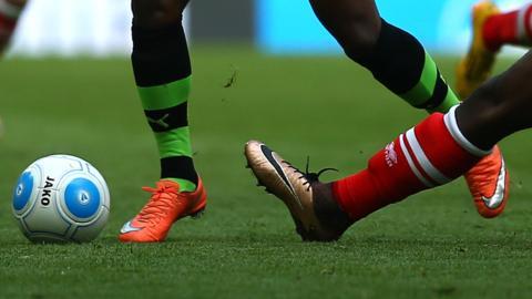 फुटबाल : इंग्लैंड के पूर्व गोलकीपर बैंक्स का निधन