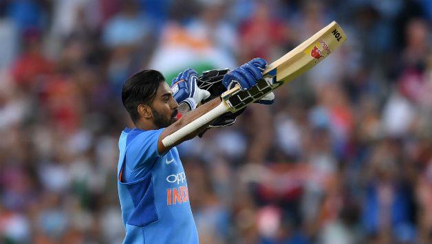INDIA vs AUSTRALIA: शिखर धवन एक बार फिर हुए फ्लॉप, तो इस खिलाड़ी को टीम में शामिल करने की उठी मांग 2