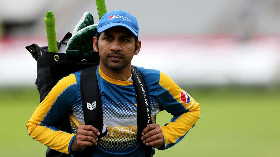 वीडियो: पाकिस्तान के सलामी बल्लेबाज फखर जमान ने बीच मैदान पर की ऐसी घटिया बात 3