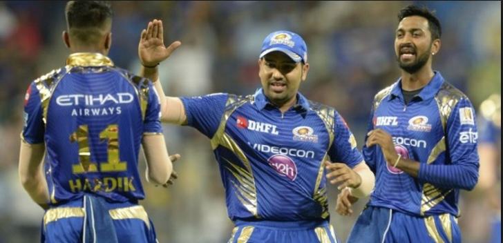 रोहित शर्मा पर लगा मुंबई इंडियंस के खिलाड़ियों को छोड़ दूसरो के साथ नाइंसाफी करने का आरोप