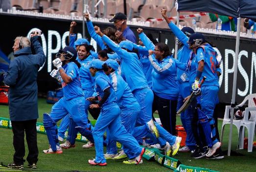स्मृति मंधाना और मिताली राज की शानदार पारियों के दम पर भारत ने इंग्लैंड को 7 विकेट से हराया