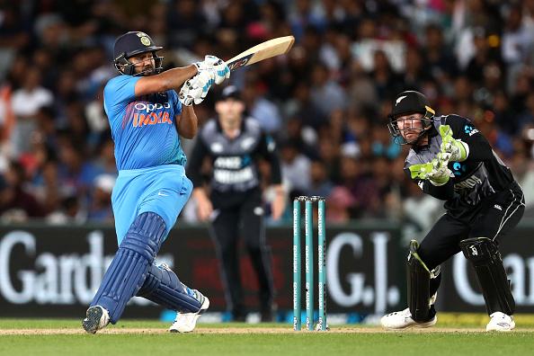 IND vs NZ: तीसरे टी-20 मैच में दो छक्के लगाते ही ऐसा करने वाले दुनिया के एकलौते खिलाड़ी बन जायेंगे रोहित शर्मा 3