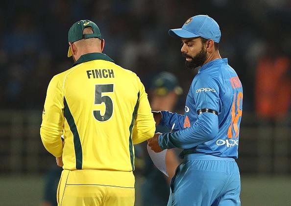 भारत-ऑस्ट्रेलिया मैच के दौरान भारत ने रखा पुलवामा में हुए शहीदों के लिए 2 मिनट का मौन, तो ऑस्ट्रेलिया ने किया कुछ ऐसा जीत लिया सभी का दिल 2