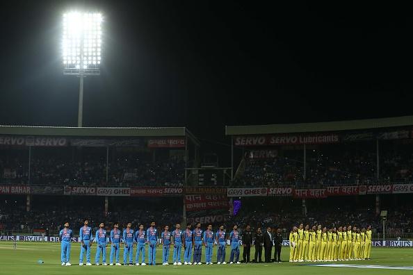 भारत-ऑस्ट्रेलिया मैच के दौरान भारत ने रखा पुलवामा में हुए शहीदों के लिए 2 मिनट का मौन, तो ऑस्ट्रेलिया ने किया कुछ ऐसा जीत लिया सभी का दिल 1